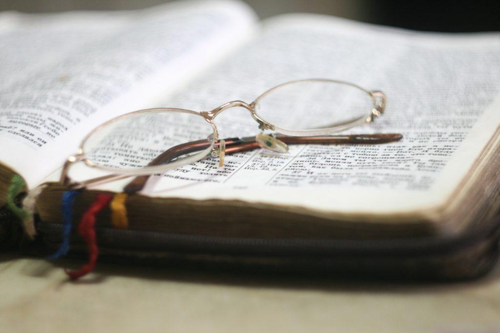 bible-blur-christian-273936_Easy-Resize.com